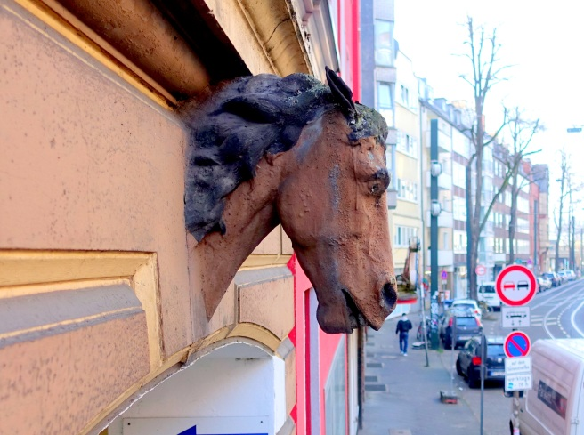 Horsehead Brunnenstr. 27 left