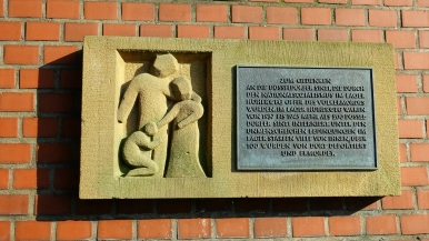 memorial plaque to düsseldorf sinti interned in höherweg camp